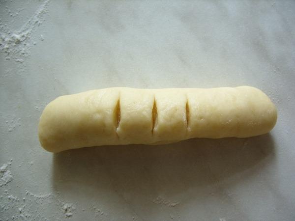 надрезанное тесто