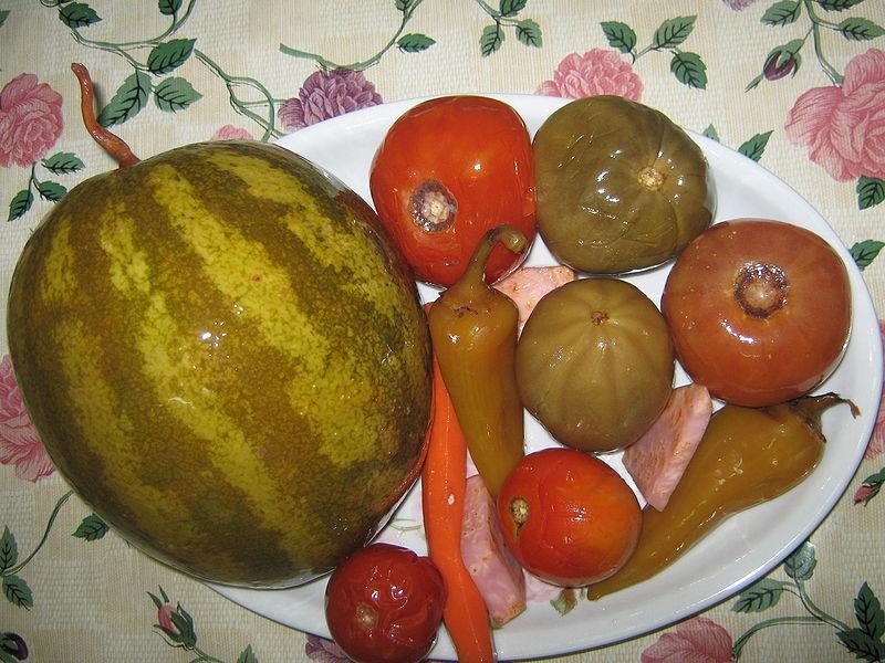 соленный арбуз с яблоками