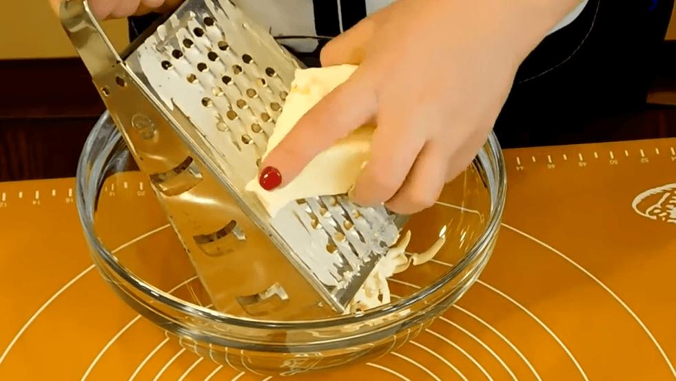 Процесс терки масла